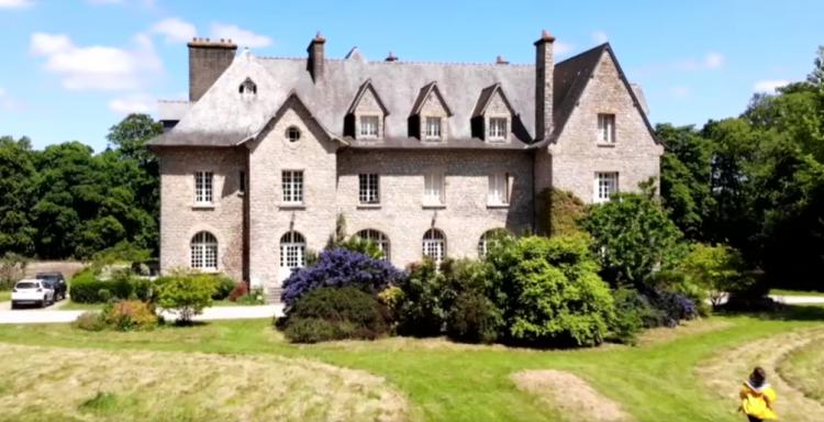 Découvrez la sublime maison de Lucie Lucas, l'actrice de Clem, en Bretagne !